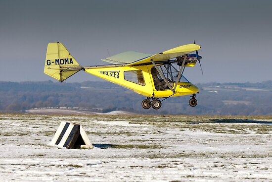 Yellow Thruster lands at Compton Abbas by Tony Roddam