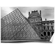 Large Pyramid - Musee du Louvre - Cour Napoléon - Paris - Black and White Poster