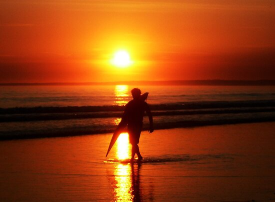 Sunset Surfer. by ThePigmi