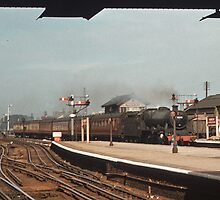 LMS train coming through Harrow Wealdstone  195709060001 by Fred Mitchell