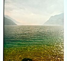 LA NEBBIA NASCONDE IL LAGO DI GARDA. Bella Italia. by Doktor Faustus. Views: 198 . Thanks friends ! by AndGoszcz