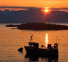 Isle of Skye Sunset. Scotland. by photosecosse /barbara jones
