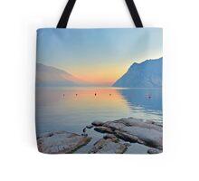 Luce della sera sul Lago di Garda Tote Bag