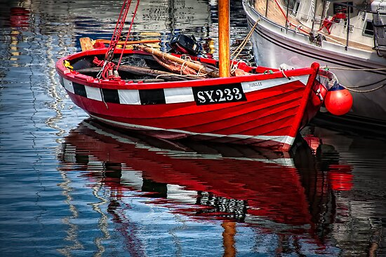 Red Boat Shimmer by hebrideslight