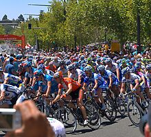 Tour Down Under - Final Stage by Geoffrey Higges