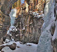 Maligne Canyon by zumi