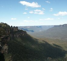 Blue Mountains at Katoomba by Bob Hardy