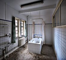 Take a bath ... maybe your last one .. by Jean-Claude Dahn