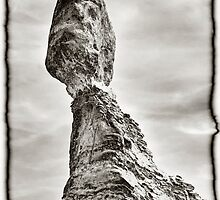 Balanced Rock - Arches by rjcolby
