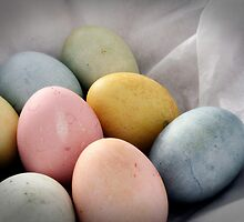 Naturally-Colored Eggs by lunatorium