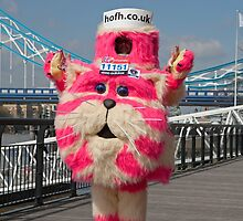 Bagpuss at Tower Bridge by Keith Larby