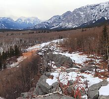 Under Yamnuska (panoramic) by zumi