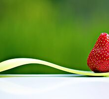 yum... ♡ strawberries... by Gregoria  Gregoriou Crowe