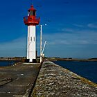 Lighthouse in St-Vaast-la-Hougue, Normandy by cclaude