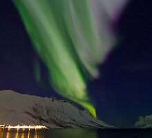 Aurora by the fjord by Frank Olsen