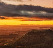 Tabletop Mountain Sunrise by Tim Swinson
