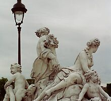 Sculptures, Paris by KUJO-Photo