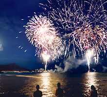 Spectacular Fireworks  in Waikiki by Alex Preiss
