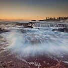 Nowhere to Run - Kiama, NSW by Malcolm Katon