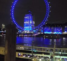 London Eye/(5 of 5) -(050712)- digital photo by paulramnora