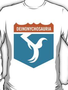 Dinosaur Family Crest: Deinonychosauria T-Shirt