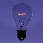 Floating bulb on violet background by mattiaterrando