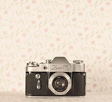 Vintage Camera by Andreka