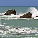 Waves crashing against rocks by JEZ22