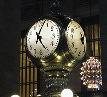 Classic Clock, Grand Central Terminal, New York by lenspiro