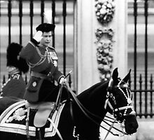 BW UK England  queen Elizabeth 2 Buckingham Palace 1970s by blackwhitephoto