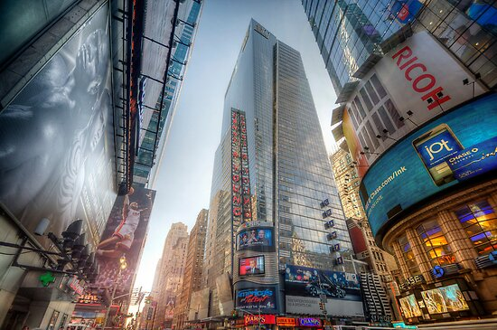 7th Street NYC by Yhun Suarez