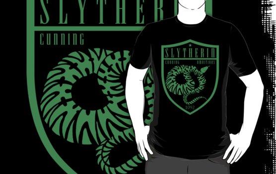 Slytherin Crest by machmigo