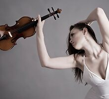Violin Player 02 by Paul Croxford