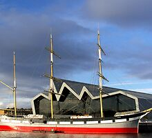 Glenlee and the Riverside Museum by biddumy
