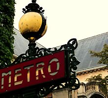 Métro - Paris by Federica Gentile