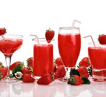 cool and refreshing red strawberry juice by PhotoStock-Isra