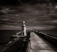 Folkestone lighthouse by Ian Hufton
