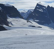 Descending to Tschingelhorn by MiRoImage
