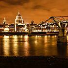 London by night by Ana Cunha