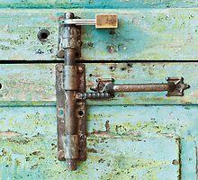 old door handle by naphotos