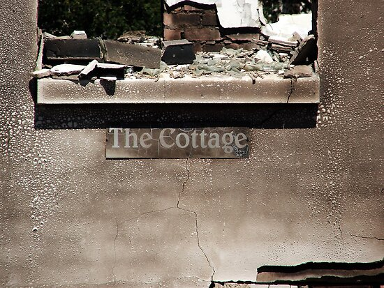 The burnt Cottage / Die gebrande kothuis by Madcowontherun