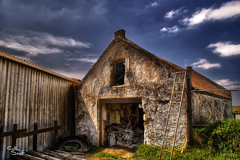Old Barn by CollinScott