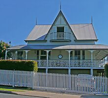 Old Queenslander by Margaret  Hyde