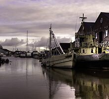 Exeter Canal Basin  by Rob Hawkins