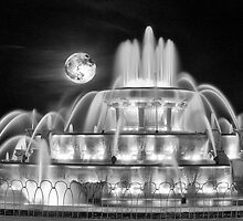 Buckingham Fountain Moonshot by dmvaldez