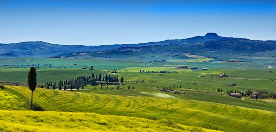 View from Pienza by vivsworld