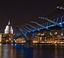 Bridge to St Pauls Cathedral by karlwilsonphoto