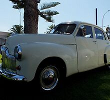 Holden 48/215     Fx by JAMES LEVETT