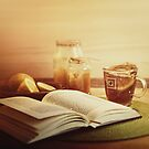 honey, tea & book  by annapozarycka