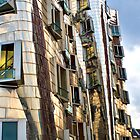 Duesseldorf, silver Gehry Building by Heike Richter